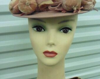 30-50's Muave Felt Narrow Brim Hat w/ Velvet 'Fruit' ? Balls?