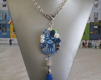 """Ravissant collier avec pendentif en bois et céramique """"Une jolie Kokeshi"""""""