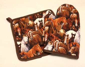 Horse themed insulated/quilted pot holder and oven mitt set