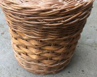 Basket, basket with lid, Woven basket, vintage basket, organization, storage, farmhouse, B008