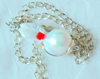Baroque freshwater pearl pendant necklace