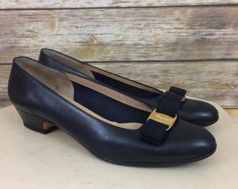 Vintage Salvatore Ferragamo Classic Black Leather Pumps With Grosgrain Ribbon  Bow, Size 10.5AA Narrow Vintage Ferragamo Women's Shoes