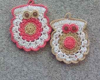 Set of 2, owls,potholders,gifts,kitchen,dining,home,crocheted,salmon,beige,cream