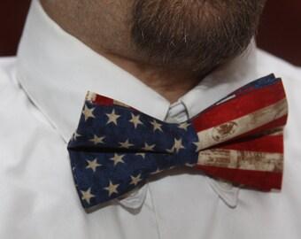 Mens American Flag bow tie, flag bow tie, flag tie, fashion tie, pre tied bow tie, patriotic tie, patriotic bowtie