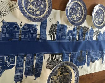 Blue table runner, home decor for your dining table and makes your table center piece look fab. Great wedding gift or housewarming gift
