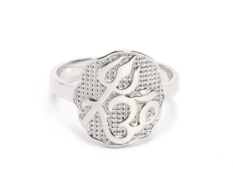925 sterling silver ring, its designed by hand