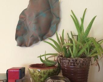 Hosta feuilles céramique Greenman masque Relief Sculpture Tenture murale - patine vert turquoise teal or homme vert tapisseries en terre cuite poterie