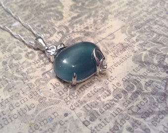 Petite Natural Oval Green Agate Semi Precious Stone on 925 Sterling Necklace
