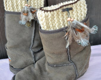 Feather Boot Cuffs - Crochet Boot Cuffs with Feather Pin -  Boot Socks - Boot Toppers - Fall Winter Fashion - Pick Your Color