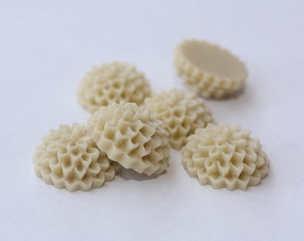 10 SMALL ROUND MUM Cabochons - 14mm - Ivory Color