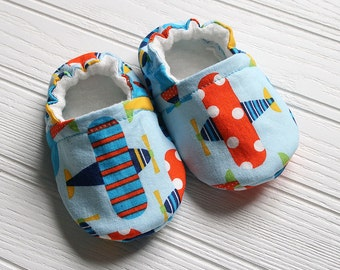 Organic cotton and bamboo baby slippers.  Airplane theme. Grip tight for 9 months up.  Made to order.