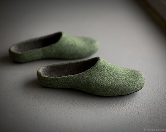Felted men slippers Mens house shoes Green dark grey natural wool clogs Eco friendly gift for him Gift for dad Father's day gift