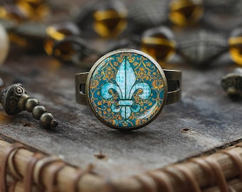 Fleur de lis ring, fleur de lis jewelry, heraldy jewelry royal heraldic sign ring, glass dome ring, Adjustable Ring