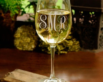 Personalized White Wine Glass - Monogrammed Wine Glass  Gifts for Her  Interlocking Font - Mother's Day - Gifts for Mom  Wine Glass -GC1408