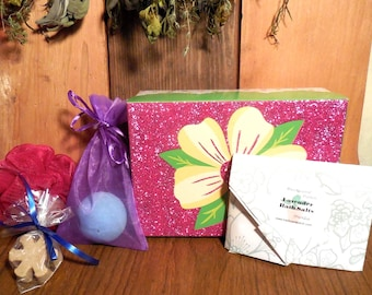 Bath Spa Box Gift Set, Lavender, Pink, soap, sugar scrub, bath salts, lavender, bath fizz,