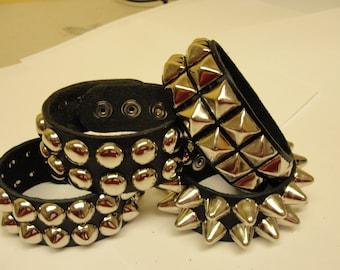 """1-1/4""""- 32 mm breit Echtleder besetzt Armband mit zwei Reihen 1/2"""" Ohrstecker Made in USA Armband schwarz rot weiß rosa"""