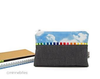 Arc-en-sac à main - nuageux jour petit sac à main - pochette - maquillage organisateur - iPhone Wristlet - cadeau pour l'anniversaire de fille ADO - prêt à l'expédition