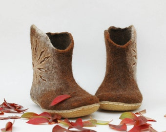 Felted shoes for women - Handmade ankle booties - Caramel brown shoes - Snow booties - Winter shoes - Women booties - Valenki