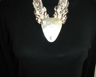 NECKLACE MACRAMÉ with shell