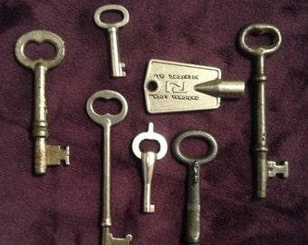 Vintage lot of keys!