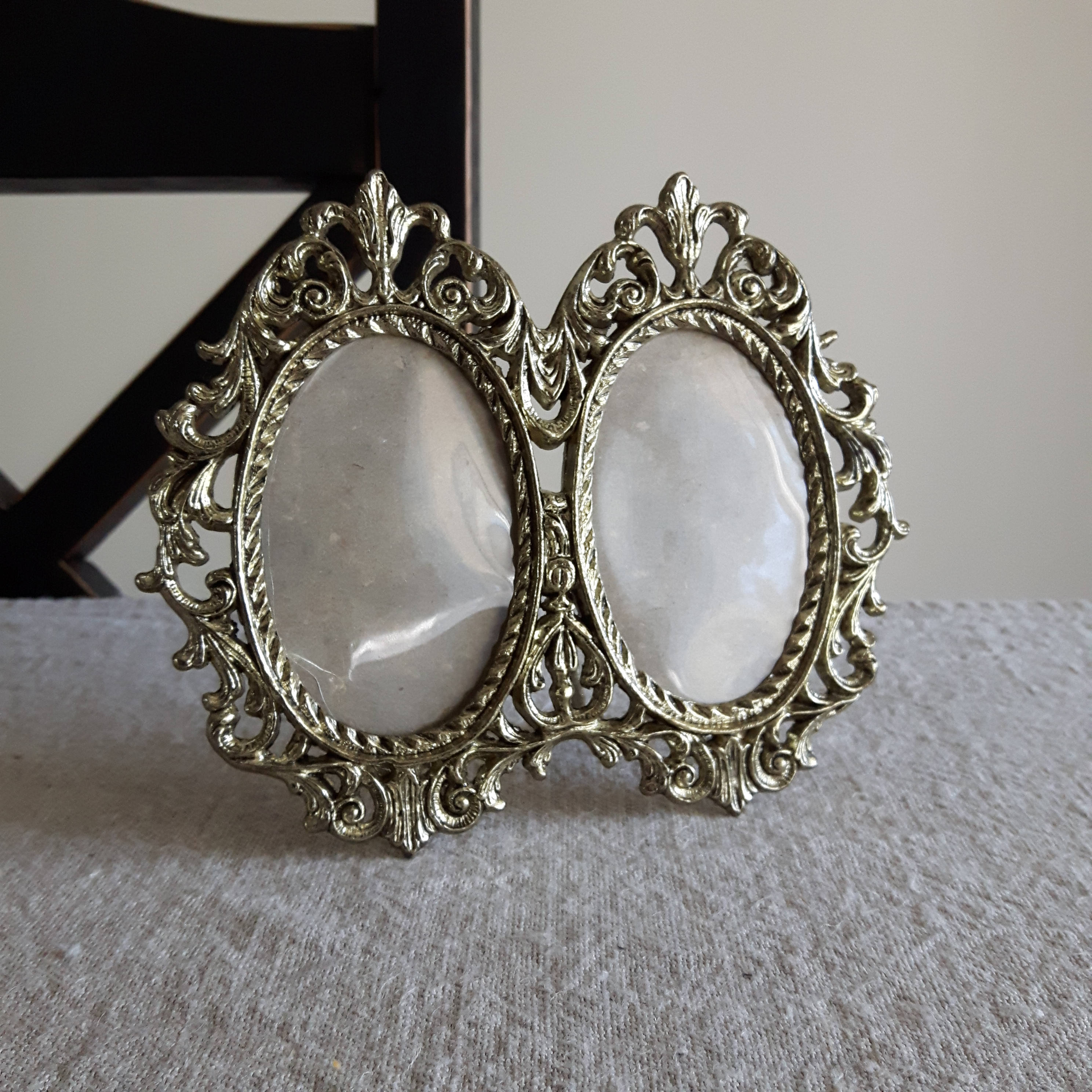 2 12 x 3 12 double oval gold tone metal picture frame 1970s sold by bluechickenvintage jeuxipadfo Image collections