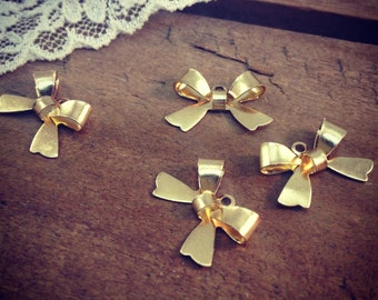 8 - Bow Charms, 24K GOLD Plated Brass, Small Bow Tie, Vintage Jewelry Supplies (L027)