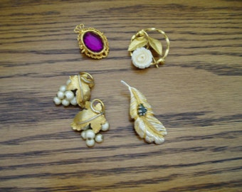 Vintage Jewelry Items 60s.. 70s lot of 4
