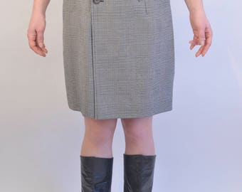 Vtg Prince de Galles wrap wool skirt from the 1980s