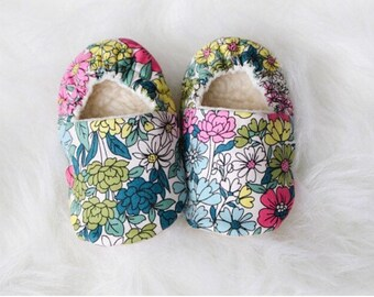 Floral Baby Shoes- Toddler, newborn, newborn shoes, Toddler shoes, moccs, soft soled shoes, crib shoes, baby moccs, vegan baby,