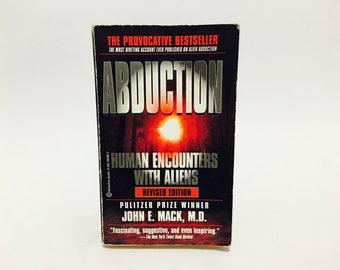 Vintage Non-Fiction Book Abduction: Human Encounters with Aliens by John E. Mack, M.D. 1995 Paperback