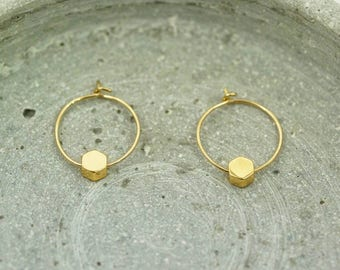 simple gold hoops with hexagon pendant / gold plated / 14K gold filled / handmade / gold earrings / creoles / minimalist