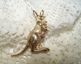 Kangaroo Trembler Brooch with Kid/Baby in pouch AVON Vintage Jewelry Pin Signed Movable Gold Tone VTG
