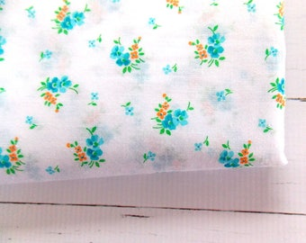 Vintage Fabric / Pretty Aqua Floral / Quilting Fabric / One Fat Quarter