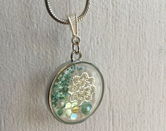 Clear Flower Necklace - Green