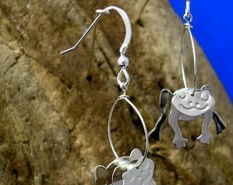 Silver Frog earrings, Frog jewellery, Frog Hooks, Handmade, Wildlife Jewellery, Animal lovers gift, Frog Gifts, Froggies, Animal Jewellery.
