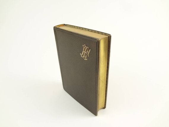 1900 Missel de la Sainte Eucharistie (Missal).Beautifully illustrated and decorated. Fine binding (leather). AEG. Clamshell box.