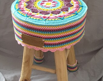 Sophie Universe Sophie's Stool crochet mothers day seat cover wooden stool side table 3D scheepjes cotton
