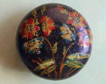 Wooden folk button, antique.  It is hand painted and hand made, convex, floral with a black japanned base, the top is lacquered, c1900.