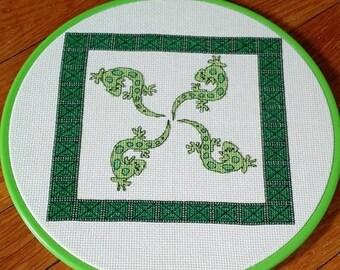 Lizard Cross stitch pattern / gecko cross stitch chart / tribal / Counted cross stitch/ cross stitch pattern PDF / instant download.