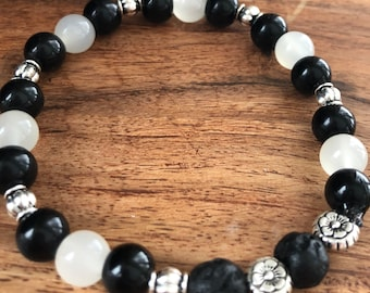 Aromatherapy diffusing essential oil bracelet - black and white