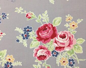 Half yard // LECIEN - Flower Sugar Maison-40656 color 90- Large roses on GREY background