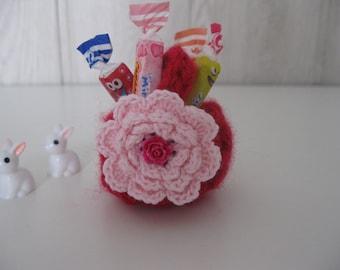 miniature basket crochet with its flower