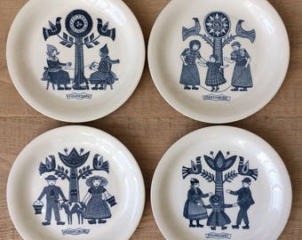 Plates of traditional costumes Petrus Regout-Sphinx Maastricht