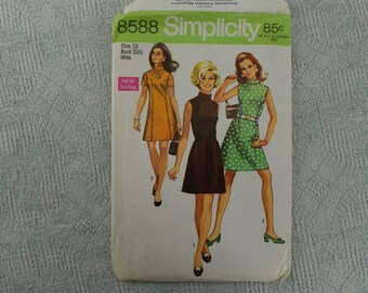 Simplicity Sewing Pattern 8588 dress from 1969 size 10