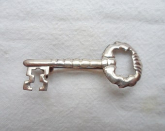 Vintage Sterling Silver Skeleton Key Pin Brooch