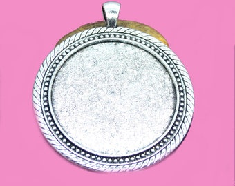 40mm round cabochon, resin or photo holder
