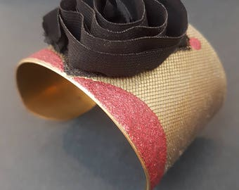 Romantic cuff with rose