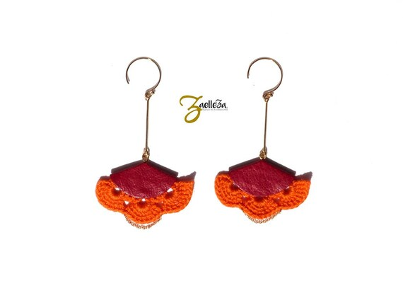 """Red feather earrings - leather hook 14K Gold - graphic Chic Bohemian - Mariage cérémonie - model VERACRUZ """"Mexico Collection"""""""