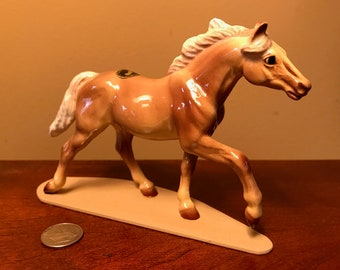 RETIRED #3333 Hagen-Renaker Specialty THOROUGHBRED TROTTING Collectible Vintage Ceramic Horse Figurine