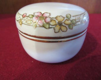 Nippon small powder dish with lid
